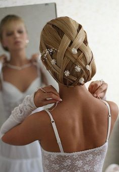 Elegant beauty #bride with perfect #hairdo for a #wedding