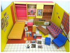 Image from http://amyvermillion.com/blog/wp-content/uploads/2013/03/Vintage-1962-Barbies-Dream-House-with-Furniture-Instruction-Booklet-by-Mattel-eBay-2013-03-06-16-47-17.jpg.