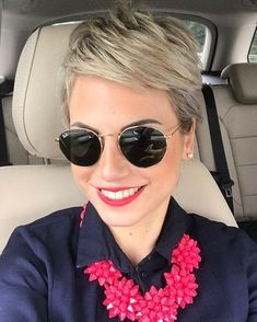 The pixie cut is the new trendy haircut! Put on the front of the stage thanks to Pixie Geldof (hence the name of this cup! Short Blonde Pixie, Short Hair Cuts, Short Hair Styles, Pixie Hairstyles, Pixie Haircut, Pretty Hairstyles, Sassy Hair, Great Hair, Haircut And Color