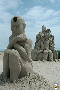Somos una sociedad discriminativa... The Stranger 2 ... sand sculpture by Carl Jara