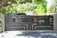 This home, located in Orinda, California, was designed by none other that Frank Lloyd Wright in 1948 for Maynard Buehler. Iron Main Gate Design, Grill Gate Design, Steel Gate Design, House Gate Design, Door Gate Design, Fence Design, Front Gates, Entrance Gates, Gate Designs Modern