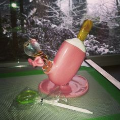 Too much cuteness on an Oil Slick Pad: Sakibomb dome and rig, lollipop dabber Just right for the wifey.