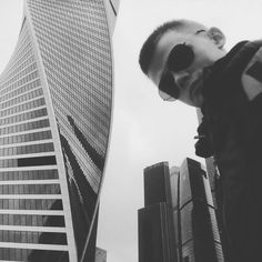 Кажется я привык к двойственности своей жизни. Днём один человек а ночью совсем другой.  #moscow #city #adventuretime #moscowcity #morning #workhard #do #nike #black #white #selfie #photoshoot #instagood #insta #like #photo #edm #music #blogger #natio1st