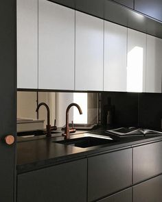 31 Nice Black And White Kitchen Design Ideas With Modern Style - Over the years, many different themes of decorating have come and gone. Considering all the rooms in a home, the kitchen design is one of the most imp. Kitchen Room Design, Modern Kitchen Design, Interior Design Kitchen, Kitchen Decor, Kitchen Ideas, Asian Home Decor, White Home Decor, Black Kitchens, Home Kitchens