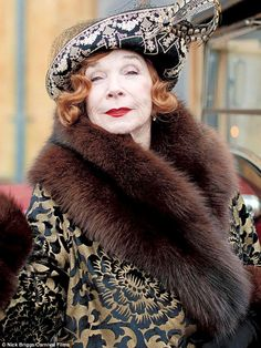 Second-hand: Shirley MacLaine makes her Downton Abbey debut in a coat first seen on television in 1994 Downton Abbey Costumes, Downton Abbey Fashion, Gentlemans Club, Audrey Hepburn, Faux Fur Bolero, Parade's End, Katharine Ross, Shirley Maclaine, Movie Costumes