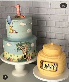 Well if this isn't the most adorable Pooh cake and smash cake, we don't know what is! We adore the Cassic Pooh design, so perfect for a… Baby Party, Baby Shower Parties, Baby Shower Themes, Baby Shower Decorations, Baby Showers, Shower Ideas, Winnie The Pooh Themes, Winnie The Pooh Cake, Winnie The Pooh Birthday