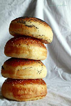 Panecillos para hamburguesa | mama papillon Pan Bread, Bread Baking, Receta Pan Brioche, Burger Buns, Our Daily Bread, Snacks, Hot Dog Buns, Bread Recipes, Food Photography