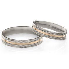Linha aliança de compromisso da Prata Fina com filete em ouro no centro: Aliança Steel Vênus Gold.