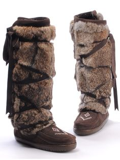 Pieces of fur held in place with leather strapping. Warm Boots, Cool Boots, Winter Boots, Troll Costume, Medieval Clothing, Outdoor Outfit, Fashion Shoes, Footwear, My Style