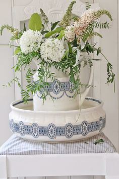 VIBEKE DESIGN: Skattejakt i Danmark | floral blooms in vintage wash jug and bowl