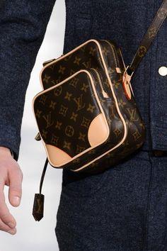 Detailed photos of Louis Vuitton Autumn (Fall) / Winter 2015 men's Louis Vuitton Mens Bag, Louis Vuitton Handbags, Louis Vuitton Monogram, Fashion Bags, Mens Fashion, Luxury Fashion, Messenger Bag Men, Luxury Bags, Purses And Bags