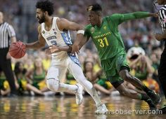 Oregon's Dylan Ennis (31) tries for a steal from North Carolina's Joel Berry II (2) during the first half of their NCAA National semifinal game on Saturday, April 1, 2017 at the University of Phoenix Stadium in Glendale, Arizona.