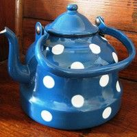 Vintage Blue Enamelware Polka Dot Tea Kettle Teapot by WhimsyHouse - TeaKettle - Ideas of TeaKettle Chocolate Pots, Chocolate Coffee, Cute Teapot, Teapots Unique, Vintage Enamelware, Teapots And Cups, My Cup Of Tea, Decoration Table, High Tea