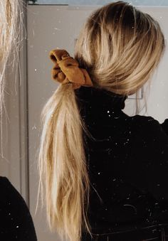 The Best Beauty Tips For People Of All Ages. A good beauty routine should be relaxing and pleasant. Now you can try some new beauty techniques with co Messy Hairstyles, Pretty Hairstyles, Fashion Hairstyles, Tumbrl Girls, Corte Y Color, Brown Blonde Hair, Look Vintage, Look Fashion, Fashion Clothes