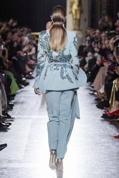Vogue Fashion, Suit Fashion, Hijab Fashion, Runway Fashion, Fashion Dresses, Elie Saab Couture, Royal Dresses, Prom Dresses Long With Sleeves, Fashion Details