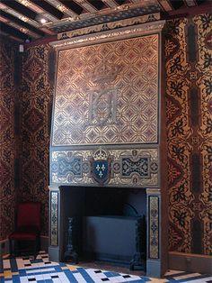 Cheminée Renaissance dans la Galerie de la Reine au château royal de Blois.