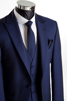 Grooms Wear - Three piece navy blue wedding suit for Groom and Groomsmen. 3 Piece Suit Wedding, Blue Suit Wedding, Wedding Men, Wedding Groom, Wedding Tuxedos, Mens Wedding Suits Navy, Navy Blue Weddings, Trendy Wedding, Gothic Wedding