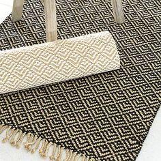 Mini-ontelokuteesta kudottu punostoimikasmatto. Loimi ja kude ontelokudetta. 6 vartta ja 8 polkusta. >> Avaa ohje Weaving Designs, Weaving Projects, Weaving Patterns, Loom Weaving, Hand Weaving, Rugs And Mats, Woven Scarves, Weaving Textiles, Fabric Wall Art