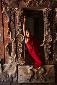 Monk ~ Myanmar, Birma by Steve McCurry