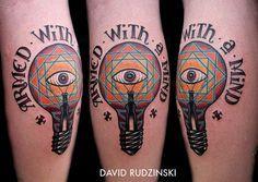 Tatouage ampoule avec un oeil