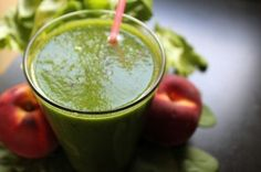 This simple Easiest Starter Green Smoothie recipe packs in the nutrition and tastes delicious! Try it as an introduction to making green smoothies at home! Dietas Detox, Smoothie Detox, Smoothie Recipes, Smoothie Blender, Juice Recipes, Eat To Perform, Detox Your Colon, Natural Colon Cleanse, Green Smoothies