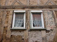 Zwei Osterhasen am Fenster eines Fachwerkhauses in Wettenberg Krofdorf-Gleiberg bei Gießen in Hessen Home Decor, Hessen, Easter Bunny, Windows, Easter Activities, House, Photo Illustration, Decoration Home, Room Decor