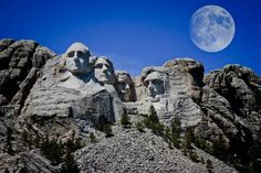 Moon over Mount Rushmore! I have always dreamed of visiting Mount Rushmore. This is such an American symbol, and I hope to someday meet these 4 men who have permantly become part of the mountain. Places Around The World, The Places Youll Go, Places To Go, Around The Worlds, Vacation Places, Disney Vacations, Vacation Spots, Mont Rushmore, Mount Rushmore South Dakota