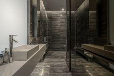 Apartmán FHM Bachelor okouzluje úchvatným výhledem na Bangkok   Insidecor - Design jako životní styl Apartment View, 3 Bedroom Apartment, Interior Exterior, Interior Architecture, Interior Design, Simple Bathroom, Modern Bathroom, Master Bathroom, Loft