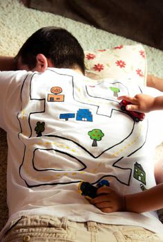 22 Brilliantly Creative T-Shirt Designs - BlazePress Cool Fathers Day Gifts, Fathers Day Crafts, T Shirt Designs, Papa Tag, Activities For Kids, Crafts For Kids, Creative T Shirt Design, Daddy Day, Baby Kind