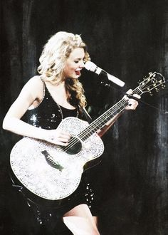 "Taylor Swift singing ""Long Live"" at the Speak Now Tour"