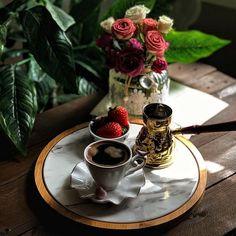 Tea And Books, Turkish Coffee, Coffee Cafe, Coffee Recipes, Barista, Tea Time, Tea Cups, Desserts, Food