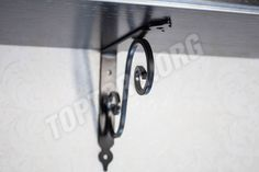 Навесная открытая полка черного цвета с серебряной патиной . Шпон дуба. Mounted open shelf in black with silver patina . Oak veneer.  #toptorg #shelf #полка #патина #patina #silver