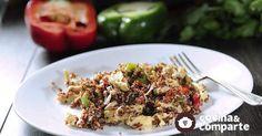 Pollo con quinoa hecha por Sonia Ortiz. Una receta nutritiva fácil y puedes prepararla con los vegetales que tengas a la mano.