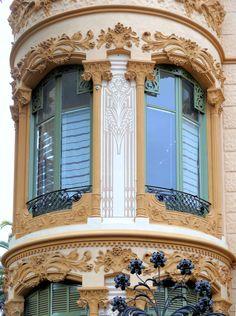 Torre Ignacio Portabella  Architect: José Pérez Terraza. Barcelona - Av. Tibidabo #Windows #ArtNouveau #Architecture