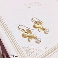 羽蝶蘭(ウチョウラン)の美しい花びらから淡水パールが一粒...羽蝶蘭は、その名の通り蝶の羽のような花を咲かせる小さな蘭(オーキッド)。 ゴールドに輝く花びらと...|ハンドメイド、手作り、手仕事品の通販・販売・購入ならCreema。