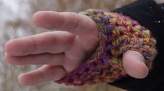 Free Crochet Pattern for fingerless gloves.