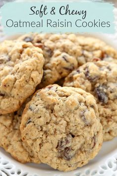 Who doesn't love a classic Oatmeal Raisin Cookie? Especially with that cookies is super soft and chewy! These cookies are SO easy to make and they bake up SO easily. Plus, if you're not a huge fan of raisins, substitute chocolate chips in the recipe. Soft Oatmeal Cookies, Oatmeal Cookie Recipes, Delicious Cookie Recipes, Chocolate Cookie Recipes, Easy Cookie Recipes, Chocolate Chips, Dessert Recipes, Chocolate Raisins, Cookies Soft