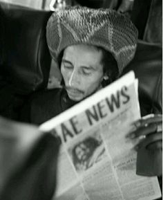 Bob Marley catching up on the latest in Reggae News . Reggae Bob Marley, Bob Marley Art, Bob Marley Quotes, Popular Bible Verses, Bob Marley Pictures, Marley Family, Peter Tosh, Hollywood Music, Robert Nesta