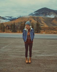 How hipster are you? This is the time to communicate about one of the best hipster outfit inspirations for ladies. Looks Style, Looks Cool, My Style, Mode Outfits, Sport Outfits, Hiking Outfits, Cute Camping Outfits, Fall Hiking Outfit, School Outfits