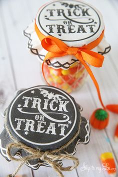 Free printable trick or treat jar covers. A great gift ideas for fall or Halloween. #print #halloween  www.skiptomylou.org