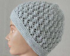 Bonnet - Femme - En laine - Très beau motif en point fantaisie - Coloris  Gris. Un grand marché 45f8ce7a512
