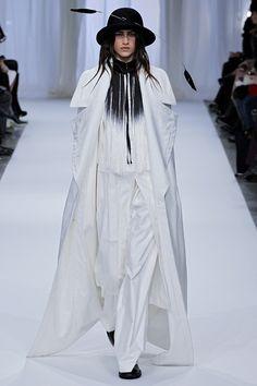 Ann Demeulemeester Parigi - Collections Fall Winter - Shows - Vogue.