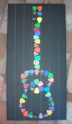 Guitar pick art - use a guitar pick punch. Use old credit cards! Cute decoration for Justin's room! Music Crafts, Music Decor, Fun Crafts, Arts And Crafts, Guitar Pick Art, Guitar Picks, Craft Gifts, Diy Gifts, Do It Yourself Home