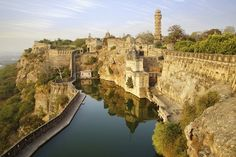History and Legend of the Chittorgarh Fort in Rajasthan, India. Chittorgarh Fort is a massive and majestic fort situated on a hilltop near Chittorgarh town in Rajasthan state in India. History of Chittorgarh Chittorgarh Fort, Abu Dhabi, Taj Mahal, Dubai, Wanderlust, Rajasthan India, India Asia, North India, Weekend Trips