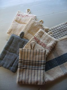 noe field made out of tea towels? Scrap Fabric Projects, Fabric Scraps, Sewing Projects, Boro Stitching, Quilted Potholders, Sewing To Sell, Creation Couture, Couture Sewing, Mug Rugs