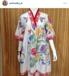 64 trendy Ideas for sewing clothes women tunics wardrobes Blouse Batik, Batik Dress, Batik Fashion, Boho Fashion, Sewing Clothes Women, Clothes For Women, Batik Kebaya, Myanmar Traditional Dress, Sewing Blouses