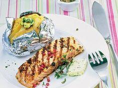 Lachs mit Pfeffer-Marinade und Folienkartoffeln -