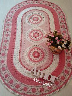 Lindo tapete modelo estrangeiro, para decorar quartos com requinte e elegancia Pode ser feito nas cores de sua decoração! As medias são 1,64 X 0,97 cm somente feito nessas medidas. Tapete Vivi