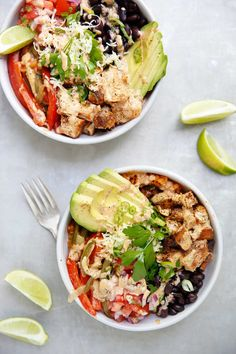 Skip To Recipe These Copycat Chipotle Chicken Burrito Bowls are the perfect low-carb, grain-free, dairy-free, and compliant make ahead meal! Chipotle Burrito Bowl, Chipotle Chicken Bowl, Chicken Burrito Bowl, Burrito Bowls, Fajita Bowls, Paleo Recipes, Mexican Food Recipes, Real Food Recipes, Chicken Recipes