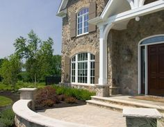 Country Rubble brings to mind provincial stone types of Europe where the architecture is a reflection of a simpler way of life. Rough-faced stones from Exterior Paint Colors For House, Exterior Colors, Farmhouse Plans, Modern Farmhouse, Stone Veneer Fireplace, Eldorado Stone, Manufactured Stone Veneer, Stone Interior, Fireplace Built Ins